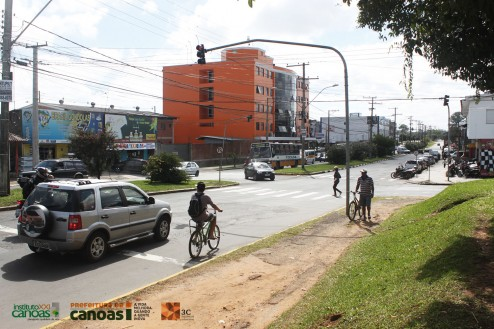 Imagem local do cruzamento entre a Av. Boqueirão com a Av. Antônio J. Renner